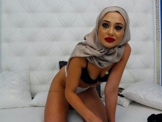 arabicaniya blonde cam girl with shaved pussy doesn't spare her booty