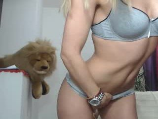 littlesonia english cam babe likes masturbating live during her adult sessions