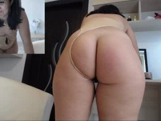 sweet_ella cam babe with horny pussy learns how to squirt online