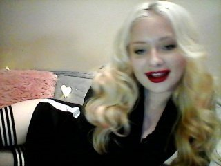 belle-dejour european cam babe shows striptease to excite you online