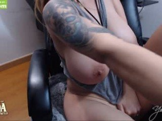 yesikasaenz blonde cam girl wants dirty cum show