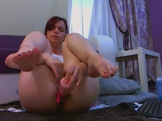 saralovexx redhead cam witches showing wide ass