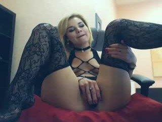 aishvariya english cam babe likes masturbating live during her adult sessions
