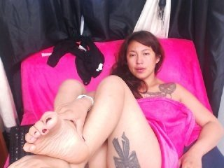 zahorytonks a pussy this redhead cam babe with no one to bang it