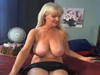 xxtammy123xx depraved blonde cam girl presents her pussy drilled