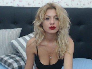 evadiamond european cam babe rubs her smooth pussy till she cums