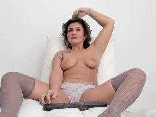 angellawillsquirt cam milf wants to give access her slit and ass online