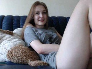 koketochka555 russian cam babe, her wet pussy hole is craving for nasty fucking online