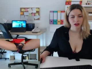 tiffany925 cam girl showing big tits and big ass