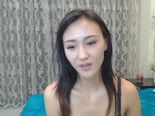 cleo_lalana becomes a natural webcam girl