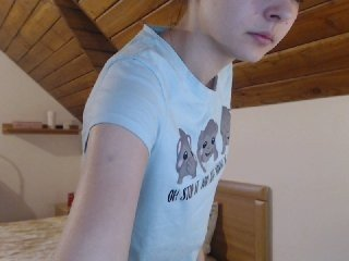 sweetsexbia european cam babe rubs her smooth pussy till she cums