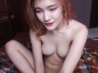 lisa_soyone cam babe wants her pussy fucked hard on camera
