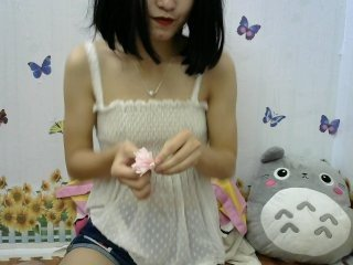 funnyhappy chinese cam babe with small tits offer their holes for hot live sex