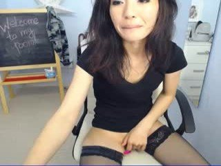 shaya_asian english cam girl show his beauty legs online