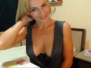 kittyhotx milf cam babe reached her firm bottom and pink pussy online